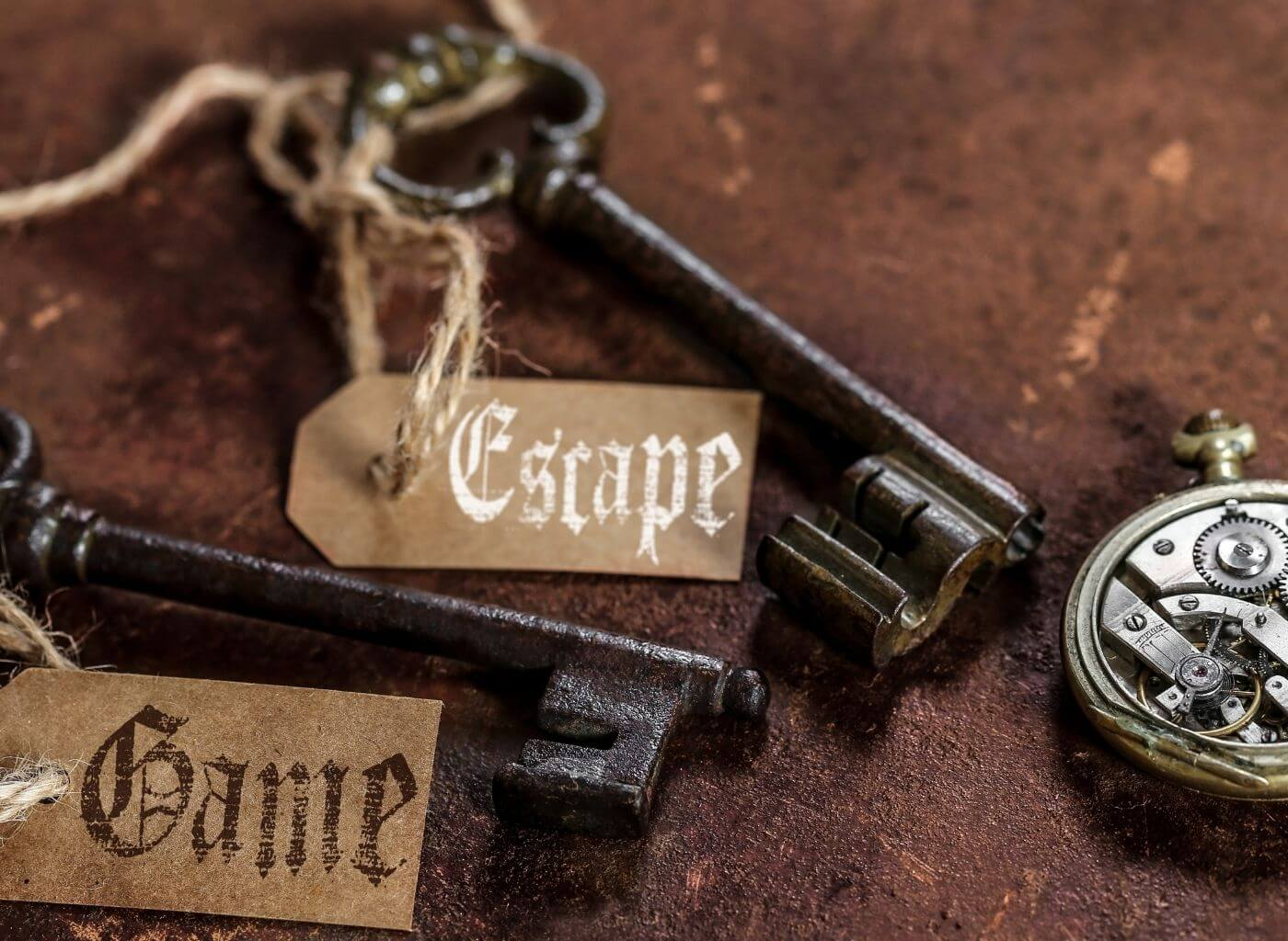 keys and key right with escape games written on them